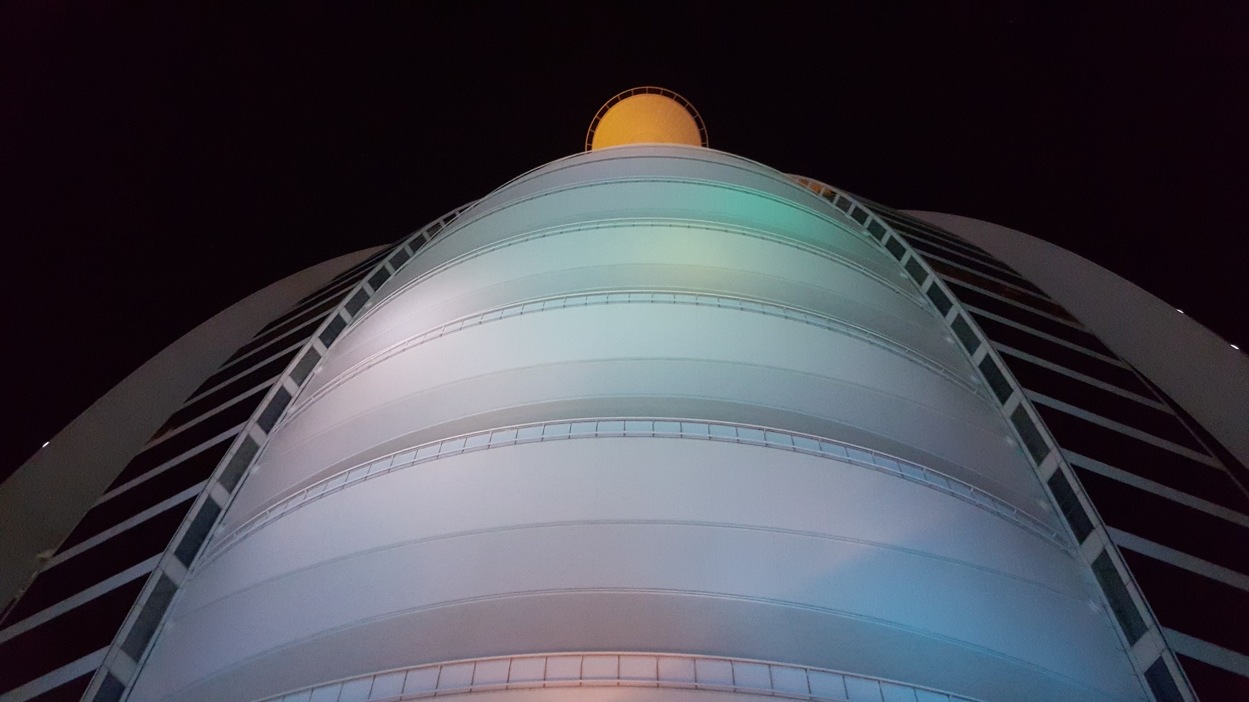 Electroluminescent store Dubai